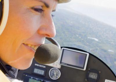Chiara in volo con l'autogiro